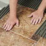 Як починати класти плитку на підлогу на стіни для початківців